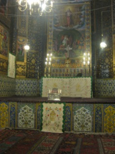Interior Vank Cathedral – altar with ceramics and paintings (c) MvdB